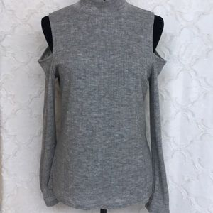 Gray cold shoulder ling sleeve top size large